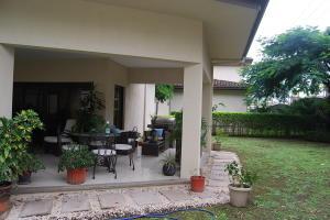 Casa En Alquileren Santa Ana, Santa Ana, Costa Rica, CR RAH: 21-2092