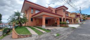 Casa En Ventaen Sabanilla, Montes De Oca, Costa Rica, CR RAH: 21-2097
