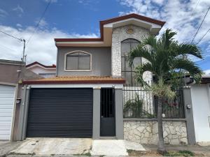 Casa En Ventaen Pozos, Santa Ana, Costa Rica, CR RAH: 21-2107