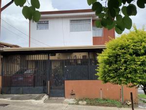 Casa En Ventaen Ulloa, Heredia, Costa Rica, CR RAH: 21-2166