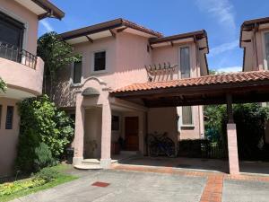 Casa En Ventaen Pozos, Santa Ana, Costa Rica, CR RAH: 21-2168