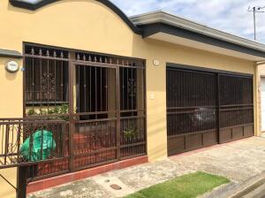 Casa En Ventaen Mercedes Norte, Heredia, Costa Rica, CR RAH: 21-2195