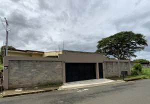 Casa En Ventaen Desamparados, Alajuela, Costa Rica, CR RAH: 21-2175