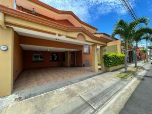 Casa En Alquileren San Joaquin De Flores De Heredia, Heredia, Costa Rica, CR RAH: 21-2211