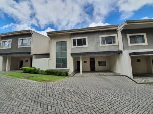 Casa En Ventaen Pinares, Curridabat, Costa Rica, CR RAH: 21-2220