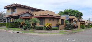 Casa En Ventaen San Joaquin De Flores De Heredia, Flores, Costa Rica, CR RAH: 21-2243
