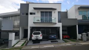 Casa En Ventaen San Rafael, Montes De Oca, Costa Rica, CR RAH: 21-2264