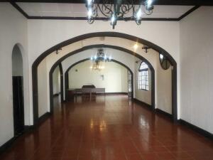 Local Comercial En Alquileren San Pedro, Montes De Oca, Costa Rica, CR RAH: 21-2277