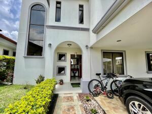 Casa En Ventaen Ulloa, Heredia, Costa Rica, CR RAH: 21-2317
