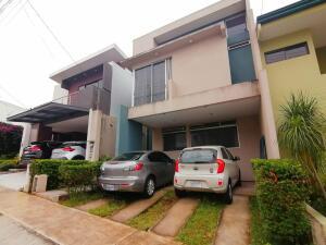 Casa En Ventaen Ulloa, Heredia, Costa Rica, CR RAH: 21-2430