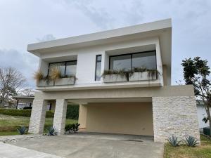 Casa En Ventaen Ulloa, Heredia, Costa Rica, CR RAH: 21-2482