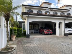 Casa En Ventaen Guachipelin, Escazu, Costa Rica, CR RAH: 21-2522