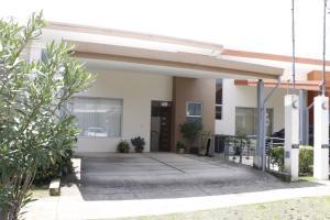 Casa En Alquileren Tres Rios, La Union, Costa Rica, CR RAH: 21-2572
