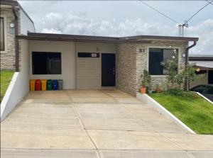 Casa En Ventaen Ulloa, Heredia, Costa Rica, CR RAH: 21-2592