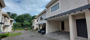 Casa En Ventaen Pinares, Curridabat, Costa Rica, CR RAH: 21-377