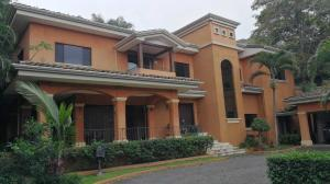 Casa En Alquileren Santa Ana, Santa Ana, Costa Rica, CR RAH: 22-11