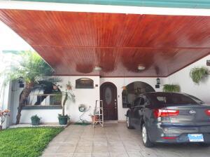 Casa En Ventaen Guadalupe, Goicoechea, Costa Rica, CR RAH: 22-52