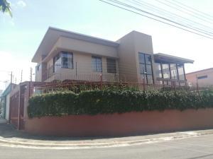 Casa En Ventaen Lomas De Ayarco Sur, Curridabat, Costa Rica, CR RAH: 22-123