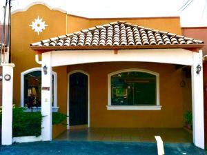 Casa En Ventaen San Francisco De Heredia, Heredia, Costa Rica, CR RAH: 22-131