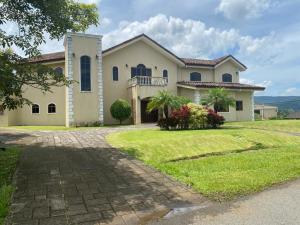 Casa En Alquileren La Guacima, Alajuela, Costa Rica, CR RAH: 22-136