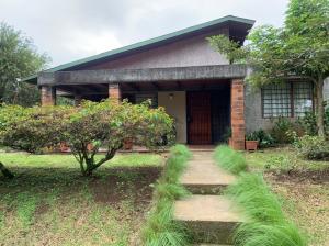 Casa En Ventaen Santiago, San Ramon, Costa Rica, CR RAH: 22-148