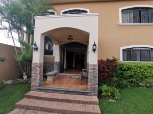 Casa En Ventaen Guayabo, Curridabat, Costa Rica, CR RAH: 22-242