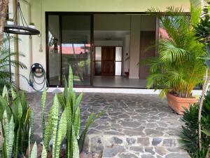 Casa En Alquileren Ciudad Cariari, Belen, Costa Rica, CR RAH: 22-320
