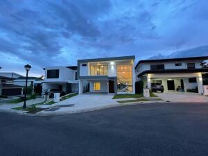 Casa En Ventaen Ulloa, Heredia, Costa Rica, CR RAH: 21-2489