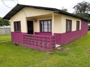 Casa En Ventaen Limon Centro, Siquirres, Costa Rica, CR RAH: 22-352