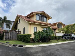 Casa En Ventaen Piedades, Santa Ana, Costa Rica, CR RAH: 22-367