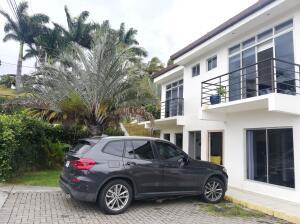 Apartamento En Ventaen Piedades, Santa Ana, Costa Rica, CR RAH: 22-373