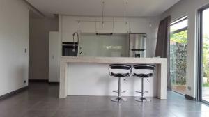 Apartamento En Ventaen Rio Oro, Santa Ana, Costa Rica, CR RAH: 22-388