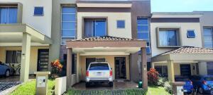 Casa En Ventaen Mercedes Norte, Heredia, Costa Rica, CR RAH: 22-421