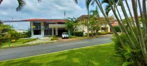 Casa En Ventaen Pozos, Santa Ana, Costa Rica, CR RAH: 22-455