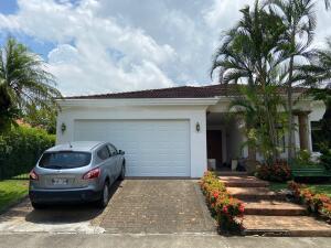 Casa En Ventaen Pozos, Santa Ana, Costa Rica, CR RAH: 22-465