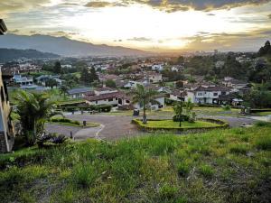 Terreno En Ventaen Pinares, Curridabat, Costa Rica, CR RAH: 22-471