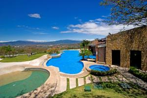 Apartamento En Ventaen Rio Oro, Santa Ana, Costa Rica, CR RAH: 22-522