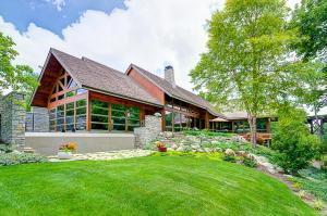 Welcome to this beautiful, private 9,053 sq.' retreat built in 2000 and secluded on 1.27 acres on the east side of the Scioto River.