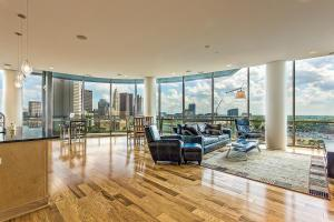 Walls of windows with panoramic views of downtown Columbus!