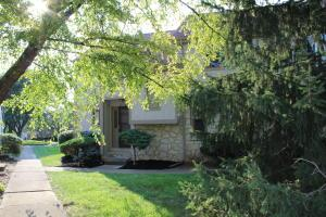 Beautiful end-unit 2-story with natural stone.