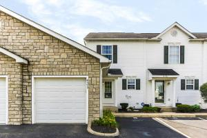 AWESOME 2 STORY TOWNHOME WITH ATTACHED GARAGE!