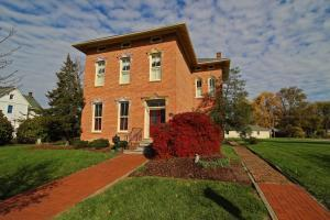 WELCOME HOME to 462 Main St., Groveport, Ohio 43125