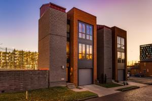 Welcome to 79 East Russell Street. Modern flair in the heart of downtown Columbus. This single family home is within short walking distance to a wide variety of dining, shopping and nigh life in the Short North and Italian Village.