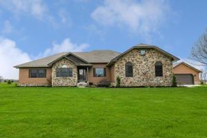 4457 Meadowgrove Drive NW, Carroll, OH 43112