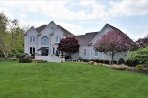 450 TRILLIUM DR. CUSTOM BUILT HOME WITH OVER 4100 SQFT