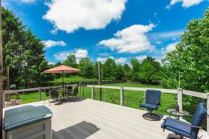 WOW!!! Composite deck with cable guard rails offers unobstructed view - and what a view it is!
