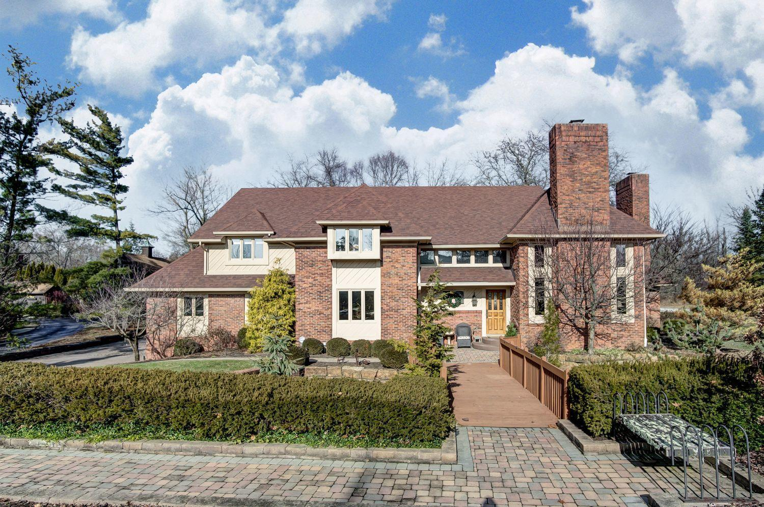 Photo of 2460 Stonehaven Court N, Upper Arlington, OH 43220