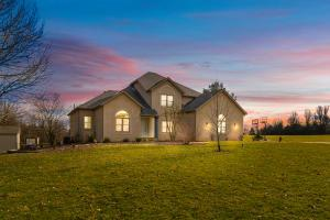 8831 Castleview Place, Carroll, OH 43112