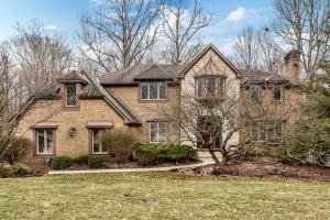 Spectacular custom built home by Tony Capoccia, this 5 BR, 4.1 BA beauty features 4 garages and 5900 sqft of amazing space overlooking a wooded ravine.