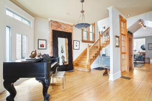 Luxurious entry way